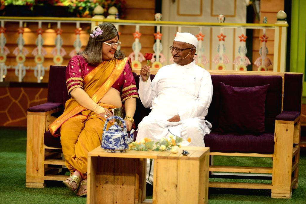 Actor Ali Asgar and social activist Anna Hazare during the promotion of film Anna: Kisan Baburao Hazare on the sets of The Kapil Sharma Show in Mumbai on Sept. 23, 2016. - Ali Asgar