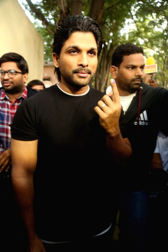 Actor Allu Arjun shows his inked finger after casting his vote for Telangana Assembly elections in Hyderabad on Dec 7, 2018. - Allu Arjun