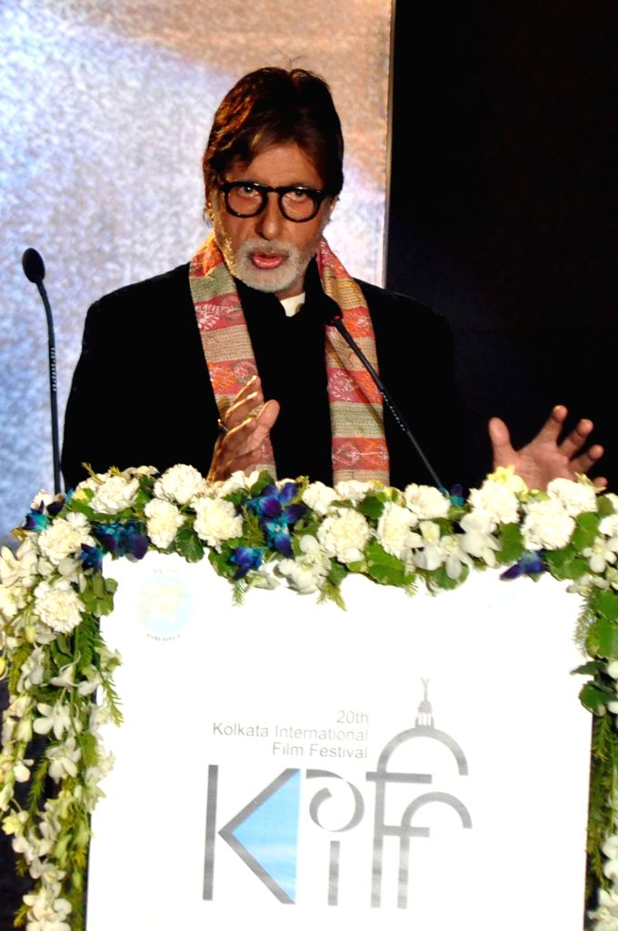 Actor Amitabh Bachchan addressing during 20th Kolkata International Film Festival in Kolkata on Nov 10, 2014. - Amitabh Bachchan