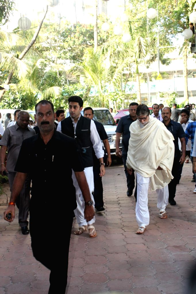 Actor Amitabh Bachchan and his son-actor Abhishek Bachchan arrive at the prayer meet organised for late veteran action director Veeru Devgan, in Mumbai, on May 30, 2019. - Amitabh Bachchan and Abhishek Bachchan