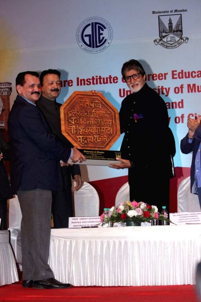 """Actor Amitabh Bachchan and Vice Chancellor of Mumbai University Sanjay Deshmukh during the launch of """"Ramesh Sippy Academy of Cinema and Entertainment"""" in Mumbai on March 9, 2017. - Amitabh Bachchan and University Sanjay Deshmukh"""