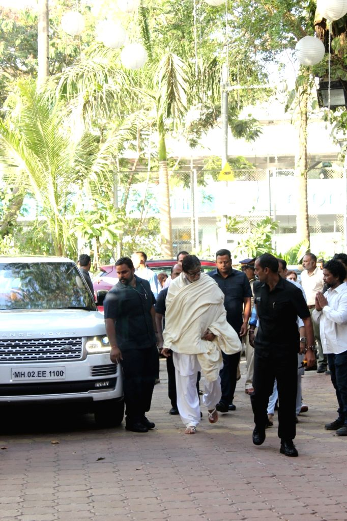 Actor Amitabh Bachchan arrives at the prayer meet organised for late veteran action director Veeru Devgan, in Mumbai, on May 30, 2019. - Amitabh Bachchan