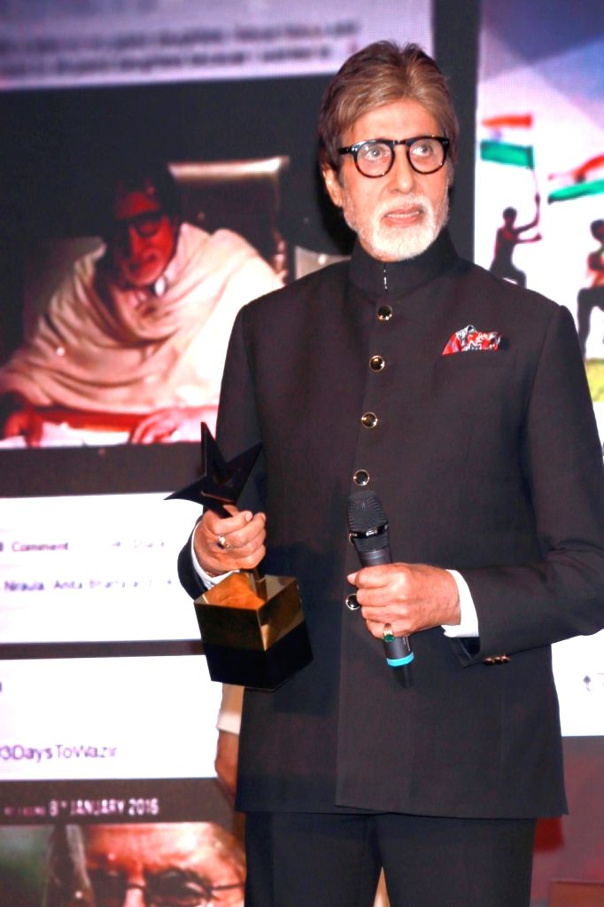 "Actor Amitabh Bachchan at the ""Lloyd Outlook Social Media Awards"" ceremony in New Delhi on Oct 5, 2016. - Amitabh Bachchan"