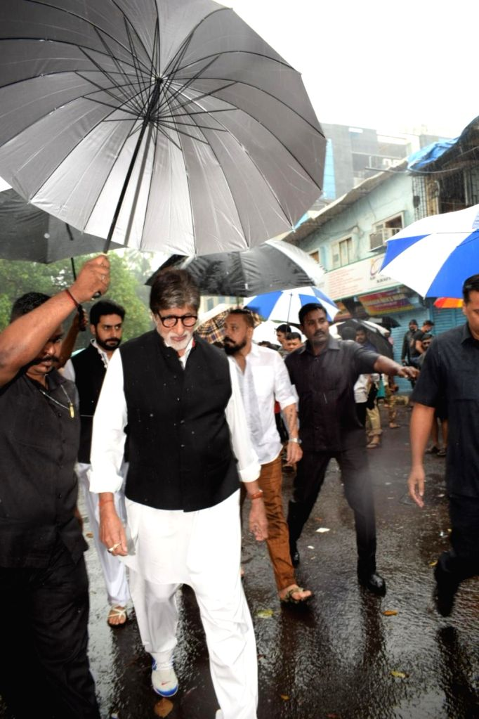 Actor Amitabh Bachchan attends the funeral of late actor-filmmaker Shashi Kapoor in Mumbai on Dec 5, 2017. The romantic screen icon of the 1970s and early 1980s died aged 79. The cause of ... - Amitabh Bachchan and Shashi Kapoor