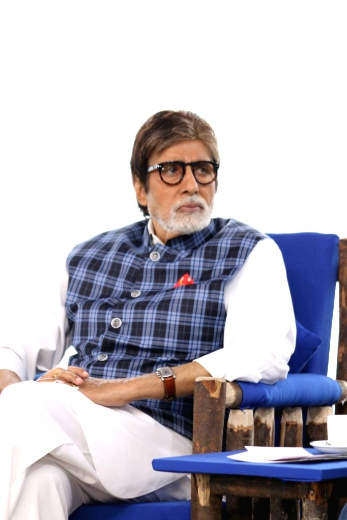 Actor Amitabh Bachchan during the NDTV Dettol Banega Swachh India cleanliness drive at Juhu Beach, in Mumbai on Oct. 2, 2016. - Amitabh Bachchan