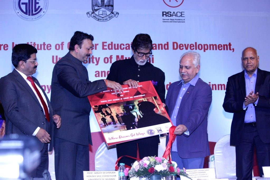 """Actor Amitabh Bachchan, filmmaker Ramesh Sippy and Vice Chancellor of Mumbai University Sanjay Deshmukh during the launch of """"Ramesh Sippy Academy of Cinema and Entertainment"""" in ... - Amitabh Bachchan and University Sanjay Deshmukh"""