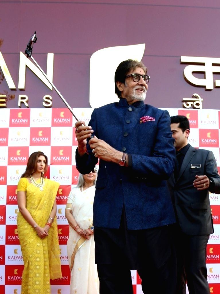 5ff69563166 Amitabh Bachchan inaugurates Kalyan Jewellers outlet in Delhi