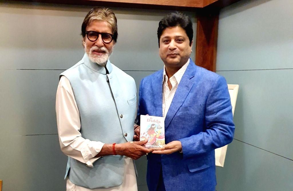 "Actor Amitabh Bachchan unveils ""Didda - The Warrior Queen of Kashmir"" by Ashish Kaul in Mumbai on Jan 12, 2020. - Amitabh Bachchan"