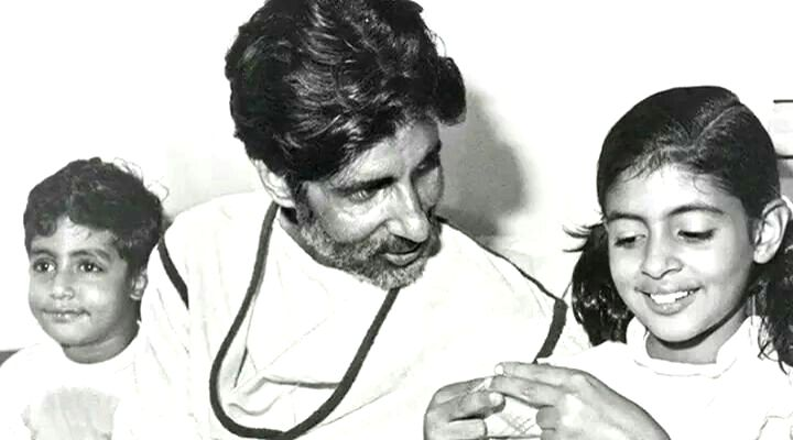 Actor Amitabh Bachchan with his daughter Shweta and son Abhishek at Mumbai's Breach Candy hospital where was recovering from a near fatal accident on the sets of his film 'Coolie'. - Amitabh Bachchan