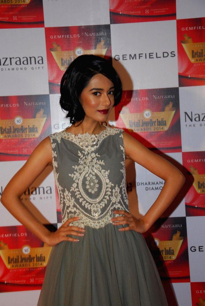 Actor Amrita Rao during the 10th Annual Gemfields and Nazraana Retail Jeweller India Awards 2014 in Mumbai on July 19, 2014. (Photo : IANS) - Amrita Rao