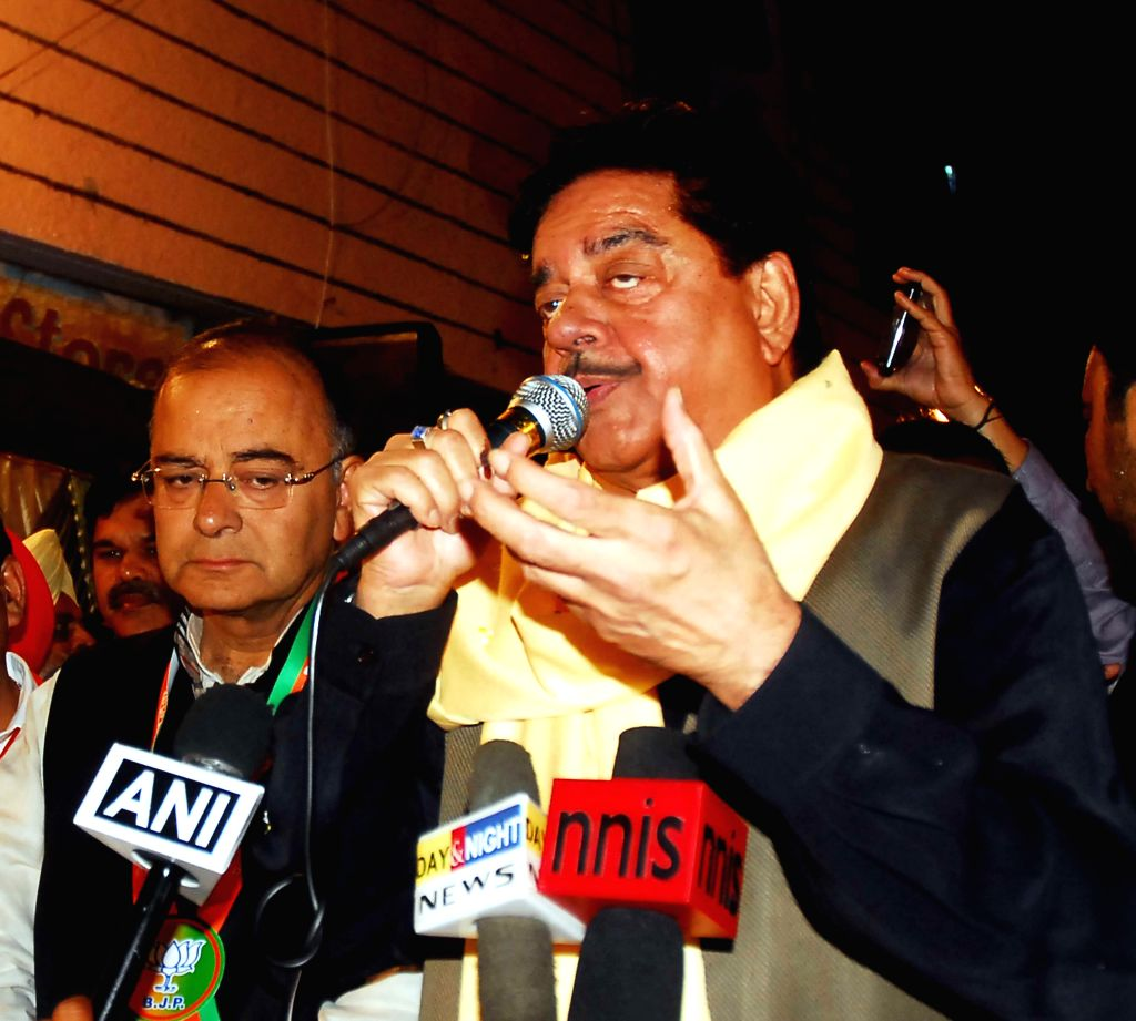 Actor and BJP Lok Sabha Candidate from Patna Sahib, Shatrughan Sinha campaigning for BJP Lok Sabha Candidate from Amritsar Arun Jaitley in Amritsar on April 19, 2014. - Amritsar Arun Jaitley