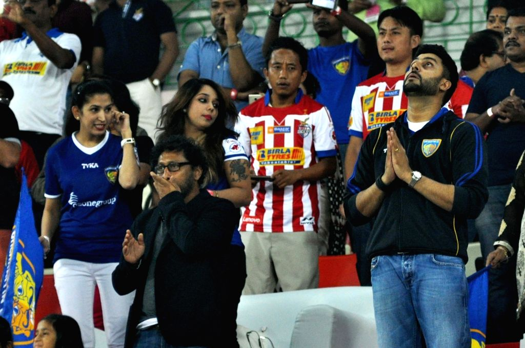 Actor and co-owner of Chennaiyin FC Abhishek Bachchan, filmmaker Shoojit Sircar during an ISL match between ISL match between Chennaiyin FC and Atletico de Kolkata in Kolkata, on Nov 18, ... - Abhishek Bachchan
