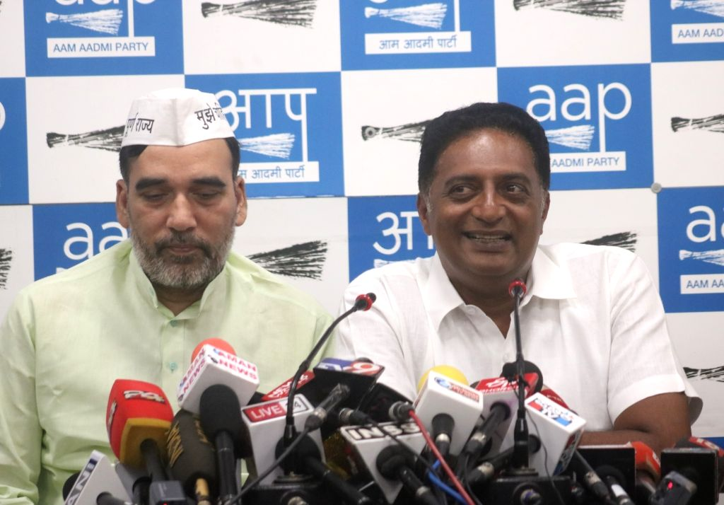 Actor and Independent Lok Sabha candidate from Bangalore Central, Prakash Raj accompanied by Delhi Cabinet Minister Gopal Rai, addresses a press conference in New Delhi, on May 4, 2019. - Gopal Rai