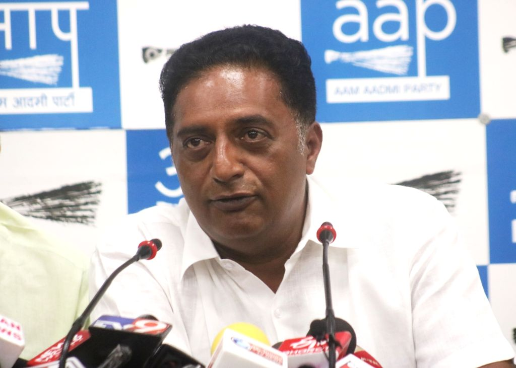 Actor and Independent Lok Sabha candidate from Bangalore Central, Prakash Raj addresses a press conference in New Delhi, on May 4, 2019.