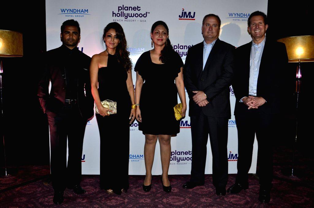 Actor and JWJ Group Managing Director, Sachiin Joshi and actor Shahrukh Khan's wife Gauri Khan during the signing ceremony between JWJ group and Planet Hollywood Hotel in Mumbai on Oct. 9, 2014. - Shahrukh Khan and Sachiin Joshi