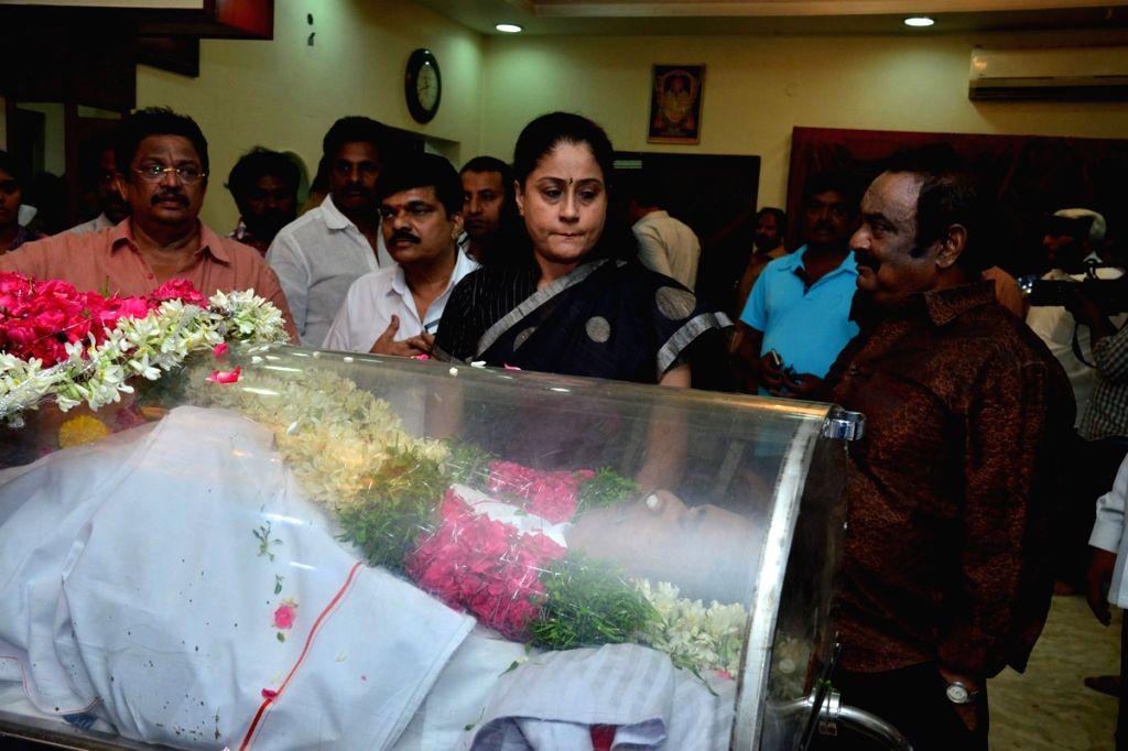 Actor and Politician Vijayashanti paying her last respects to Dasari Narayana Rao at Dasari's residence. - Dasari Narayana Rao