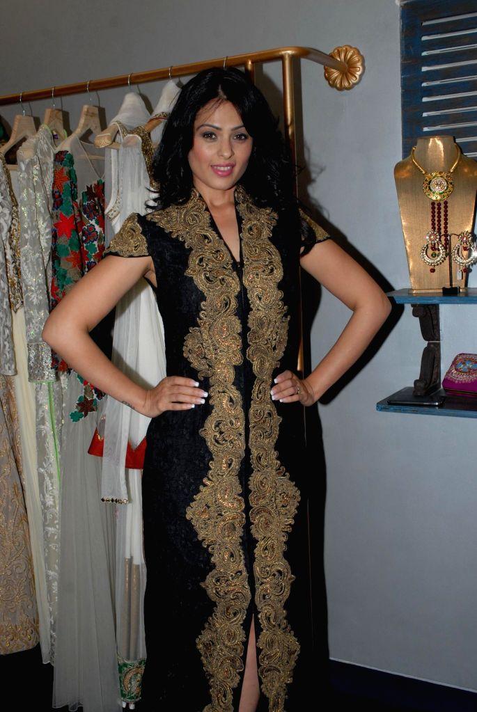 Actor Anjana Sukhani during the store opening of designer Mayyur Girotra in Mumbai, on April 18, 2014. - Anjana Sukhani