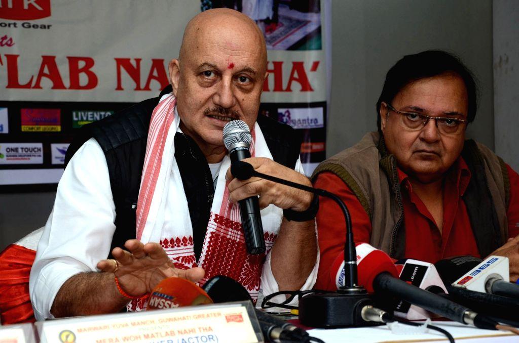 Actor Anupam Kher addresses a press conference regarding `Mera Woh Matlab Nahin Tha` a drama written and directed by Rakesh Bedi (sitting to his left) at Hotel Kiranshree Portico in ... - Rakesh Bedi