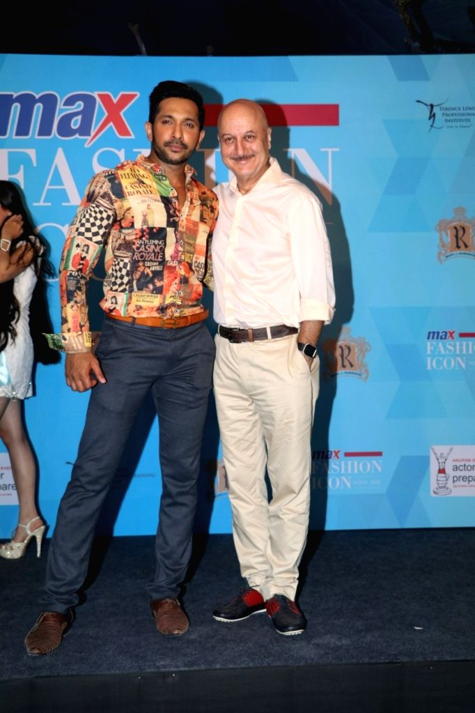 Actor Anupam Kher and choreographer Terence Lewis during announcment of Max fashion icon 2016 in Mumbai, on May 13, 2016. - Anupam Kher