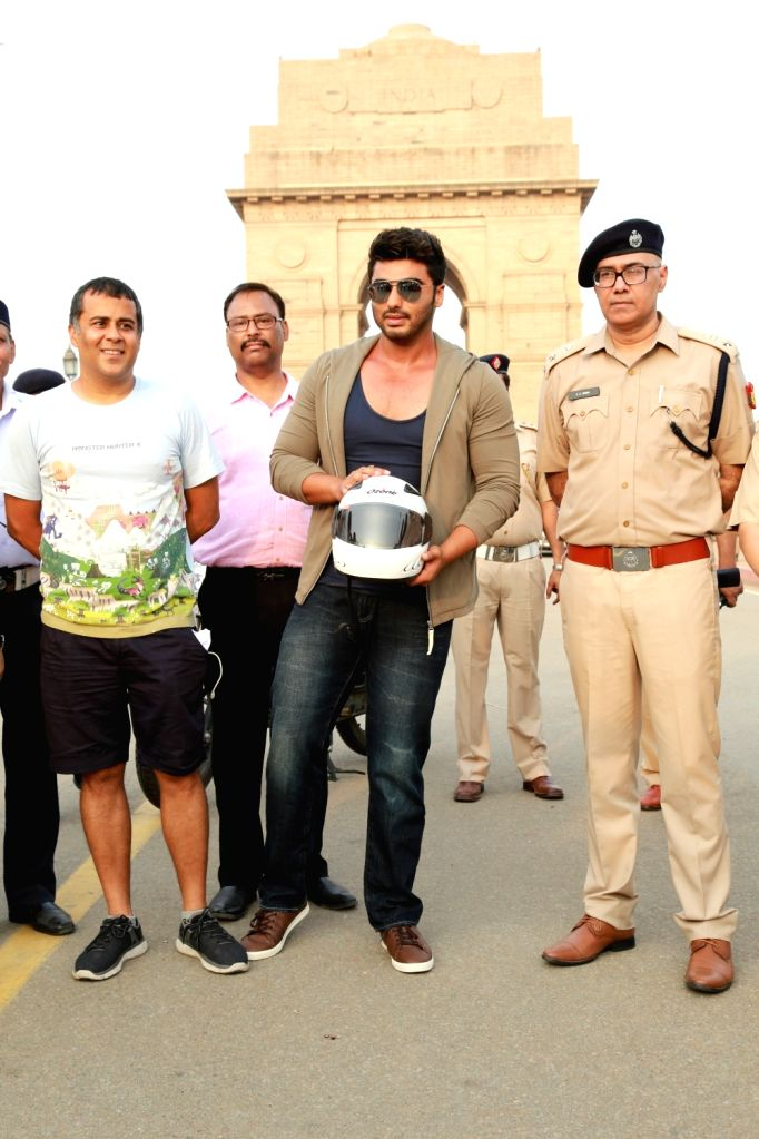 Actor Arjun Kapoor and author Chetan Bhagat during a Road Safety Awareness Campaign organised in New Delhi on June 28, 2016. - Arjun Kapoor