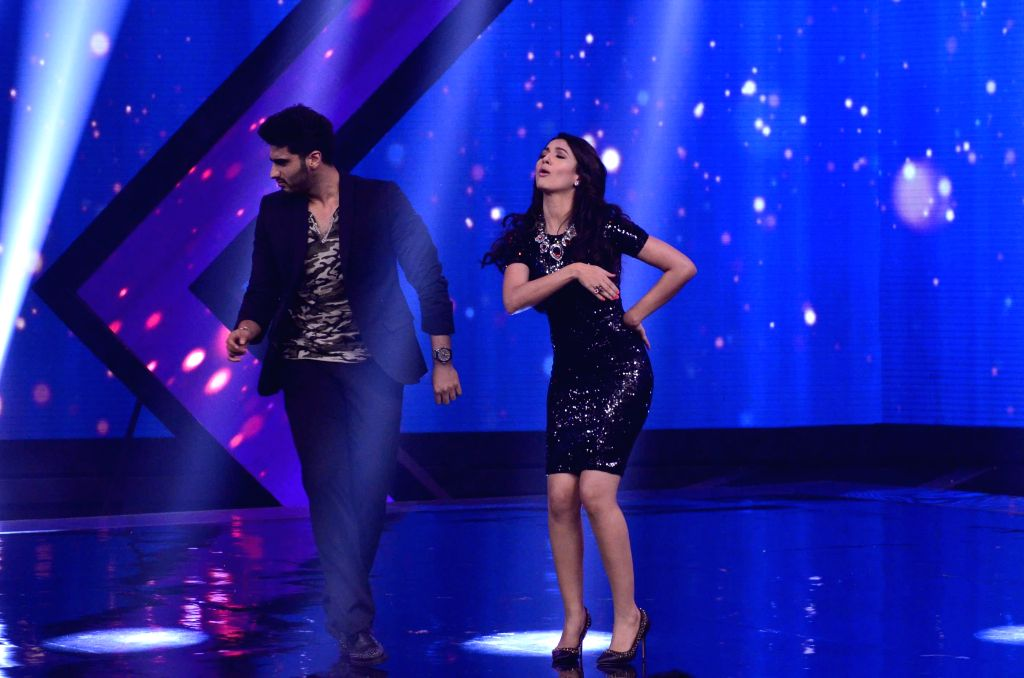Actor Arjun Kapoor and Gauhar Khan during the promotion of film Finding Fanny on the sets of reality show Indias Raw Star in Mumbai on September 8, 2014. - Arjun Kapoor and Gauhar Khan