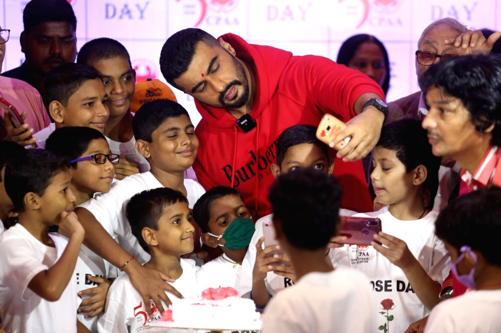 Actor Arjun Kapoor during World Rose Day celebrations with Cancer patients at Bandra in  Mumbai on Sep 22, 2019. - Arjun Kapoor