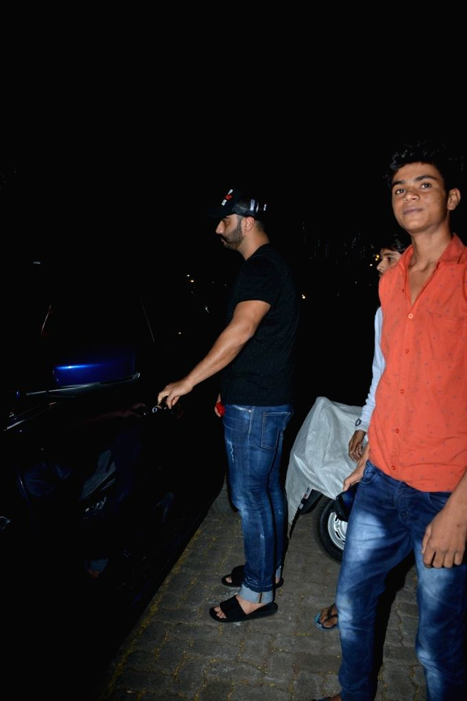 Actor Arjun Kapoor seen at Bandra, Mumbai on Dec 11, 2018. - Arjun Kapoor