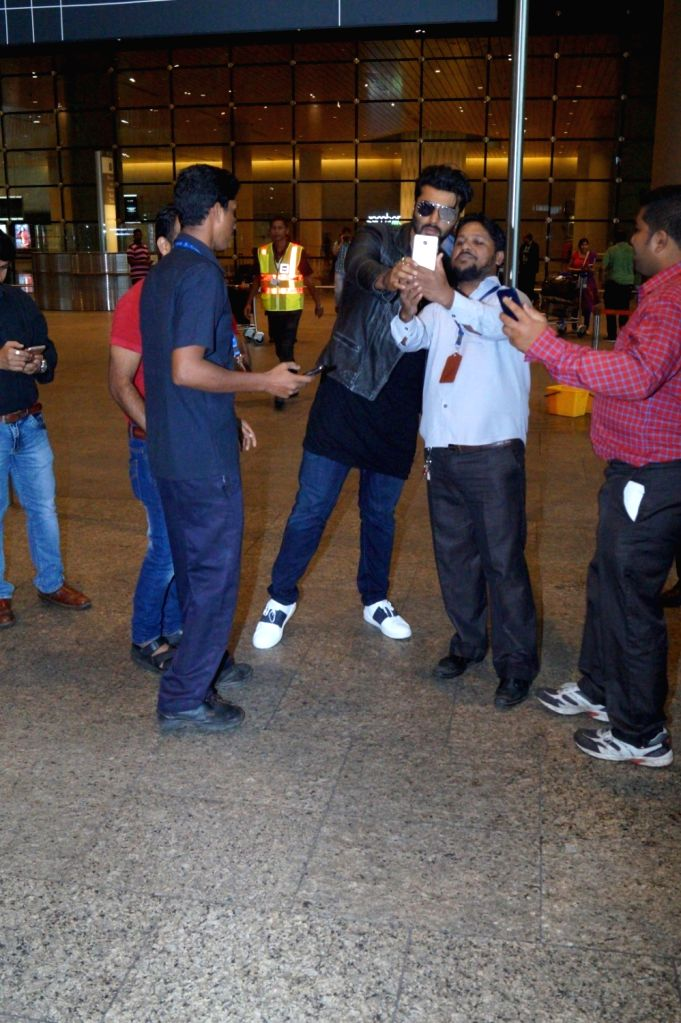 Actor Arjun Kapoor spotted at the Chhatrapati Shivaji International airport, in Mumbai, on July 31, 2016. - Arjun Kapoor
