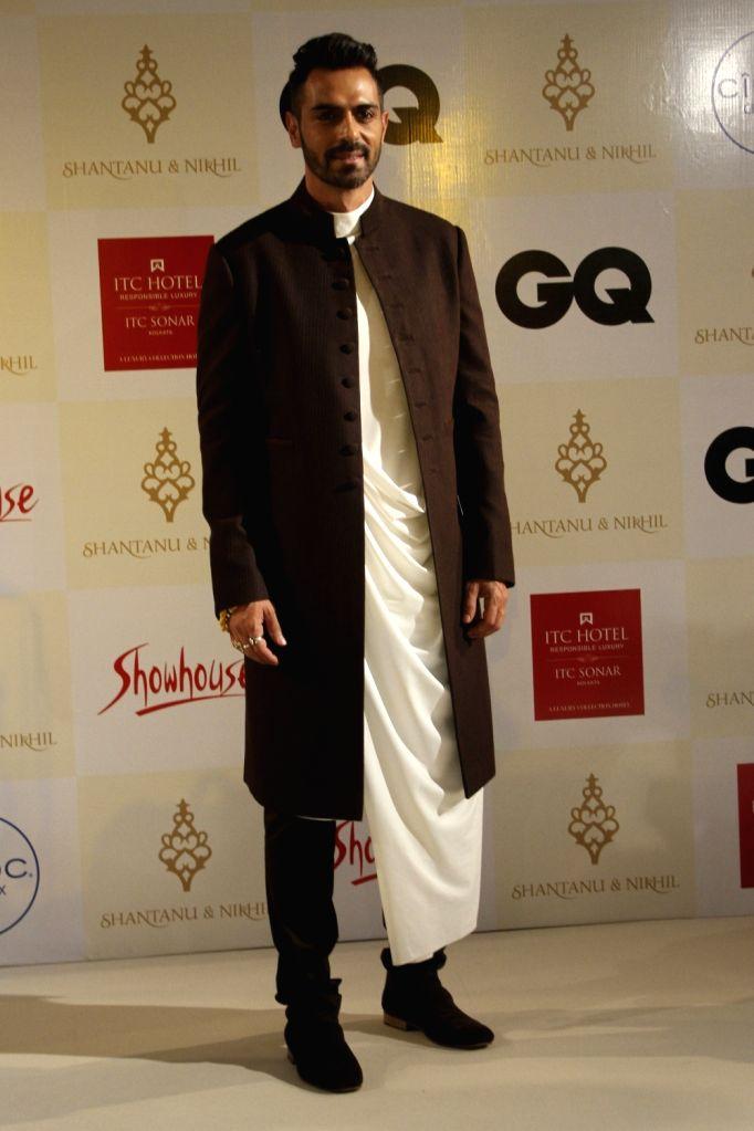 Actor Arjun Rampal walks the ramp during a fashion show in Kolkata on Nov 15, 2015.