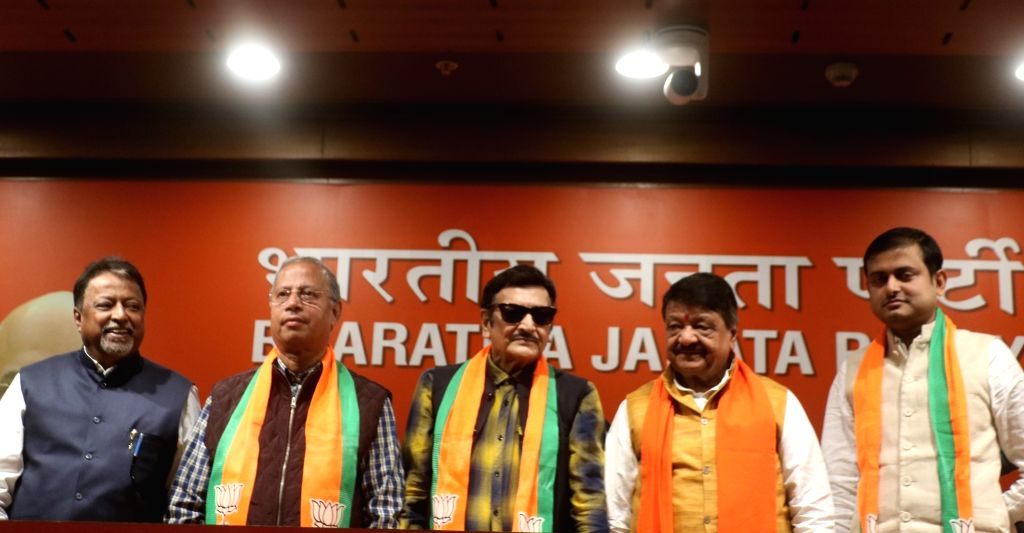 Actor Biswajit Chatterjee, former Trinamool Congress leader Shankudeb Panda and Ranjan Bhattacharya join BJP in presence of BJP leaders Mukul Roy and Kailash Vijayvargiya in New Delhi on ... - Biswajit Chatterjee and Mukul Roy