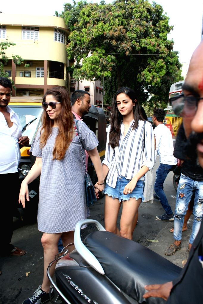 Actor Chunky Pandey's wife Bhavna Pandey and daughter Ananya Pandey seen at Mumbai's Bandra on May 20, 2018. - Chunky Pande, Bhavna Pandey and Ananya Pandey