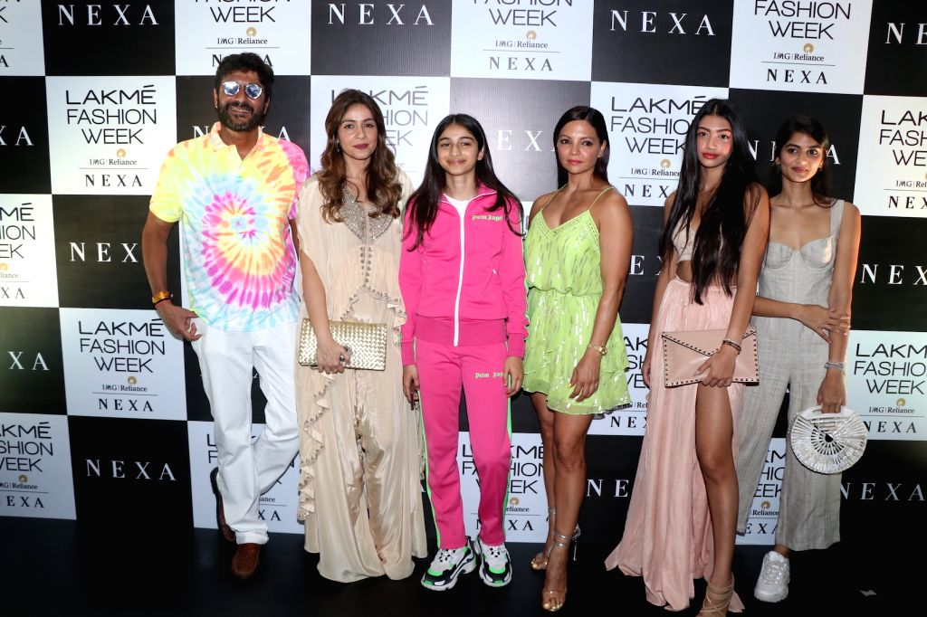 Actor Chunky Pandey with his wife Bhavna Pandey and daughter Ananya Pandey at the Lakme Fashion Week Winter/Festive 2019 in Mumbai on Aug 24, 2019. - Chunky Pandey, Bhavna Pandey and Ananya Pandey