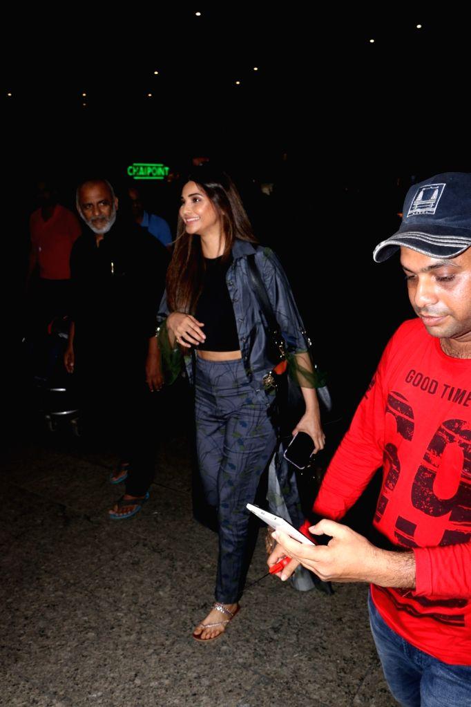 Actor Daisy Shah seen at Chhatrapati Shivaji Maharaj International airport in Mumbai on Oct 13, 2017. (Photo: IANS) - Daisy Shah