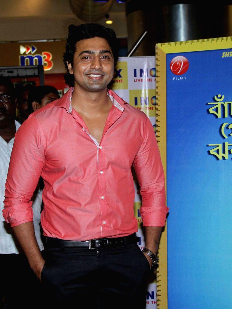 Actor Dev during the premier show of Bengali movie `Roga Hawar Sahaj Upai` in Kolkata on June 25, 2015. - Dev