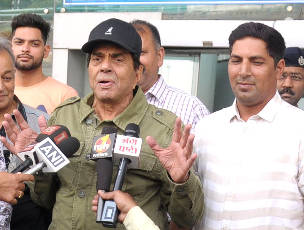 Actor Dharmendra arrives at Sri Guru Ram Dass Jee International Airport in Amritsar, on May 10, 2019. - Dharmendra