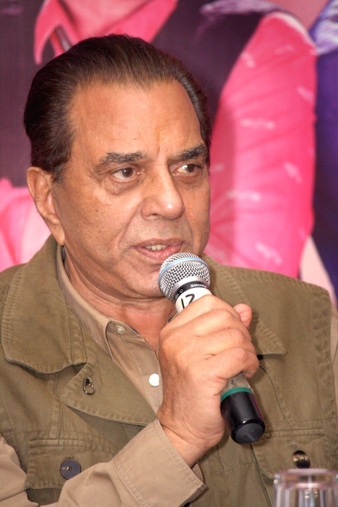Actor  Dharmendra during a press conference to promote their upcoming film 'Double Di Trouble` in New Delhi on Aug 20, 2014. - Dharmendra