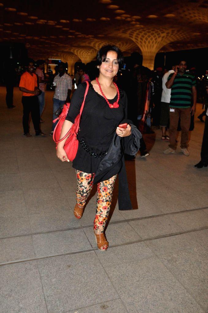 Actor Diya Dutta at the Terminal 2 of the Chhatrapati Shivaji International Airport, in Mumbai, on April 23, 2014. The Bollywood actor left to attend the International Indian Film Academy (IIFA) ... - Diya Dutta