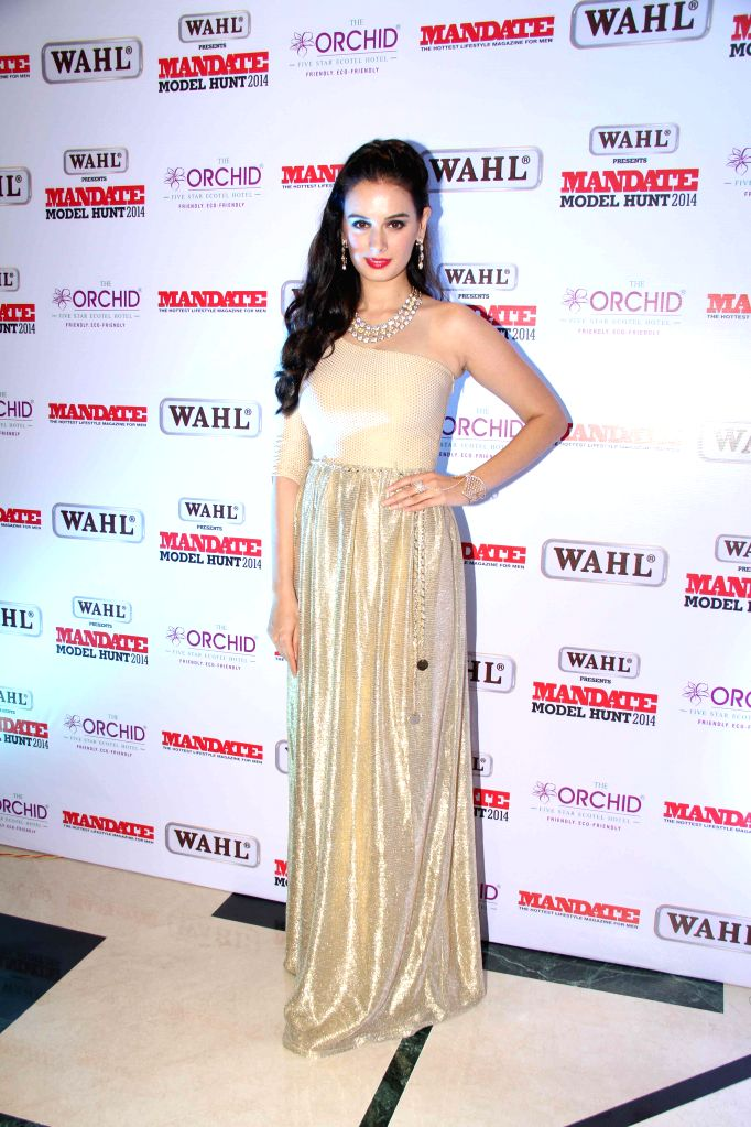Actor Evelyn Sharma during the Wahl Mandate Male Model Hunt 2014, in Mumbai, on Aug. 24, 2014. - Evelyn Sharma