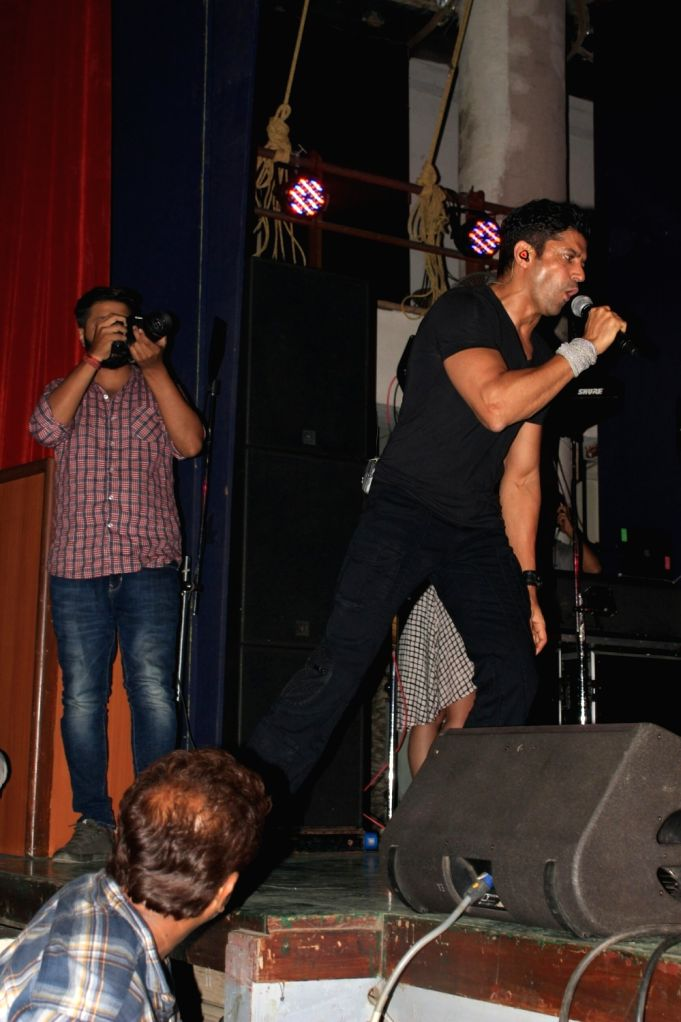 """Actor Farhan Akhtar at live concert """"Love for Life Begins With Music"""" for the Cancer Patients Aid Association (CPAA) in Mumbai on May 31, 2018. - Farhan Akhtar"""