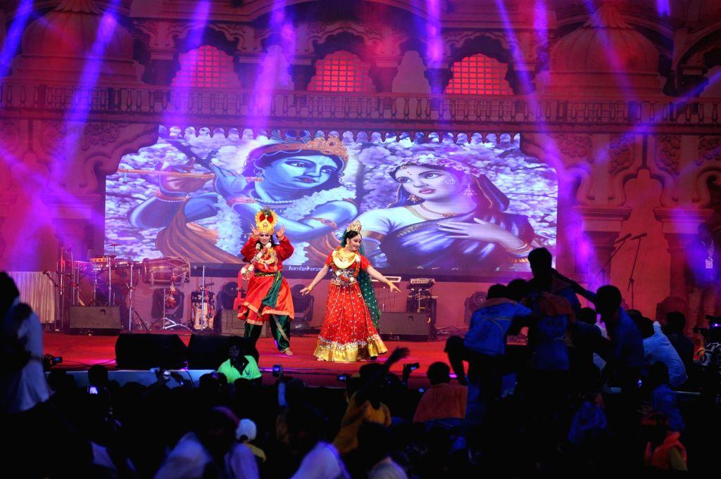 Actor Gracy Singh performs during Dahi Handi 2014 celebrations organised by MNS leader Ram Kadam at Ghatkopar in Mumbai on Aug. 18, 2014. - Gracy Singh