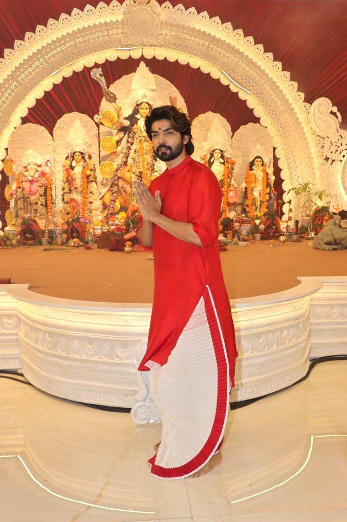 Actor Gurmeet Choudhary attend At North Bombay Durga Puja Samiti on the occasion of Maha Navami in Mumbai on Thursday October 14, 2021. - Gurmeet Choudhary