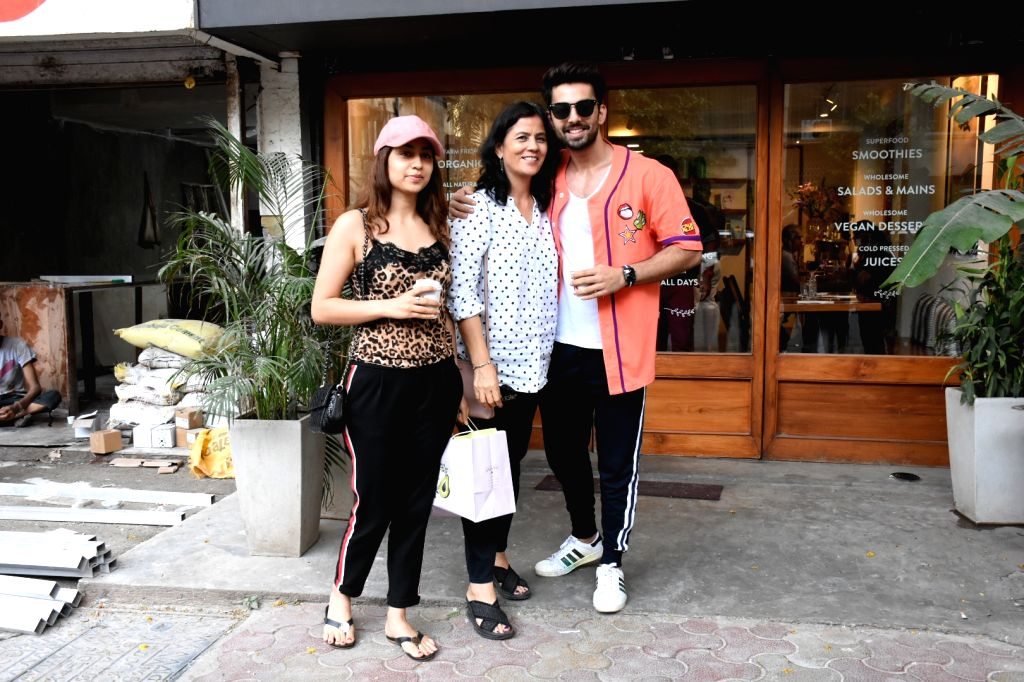 Actor Himansh Kohli with her mother Neeru Kohli and sister Disha Kohli seen at Bandra, in Mumbai, on June 2, 2019. - Himansh Kohli, Neeru Kohli and Disha Kohli