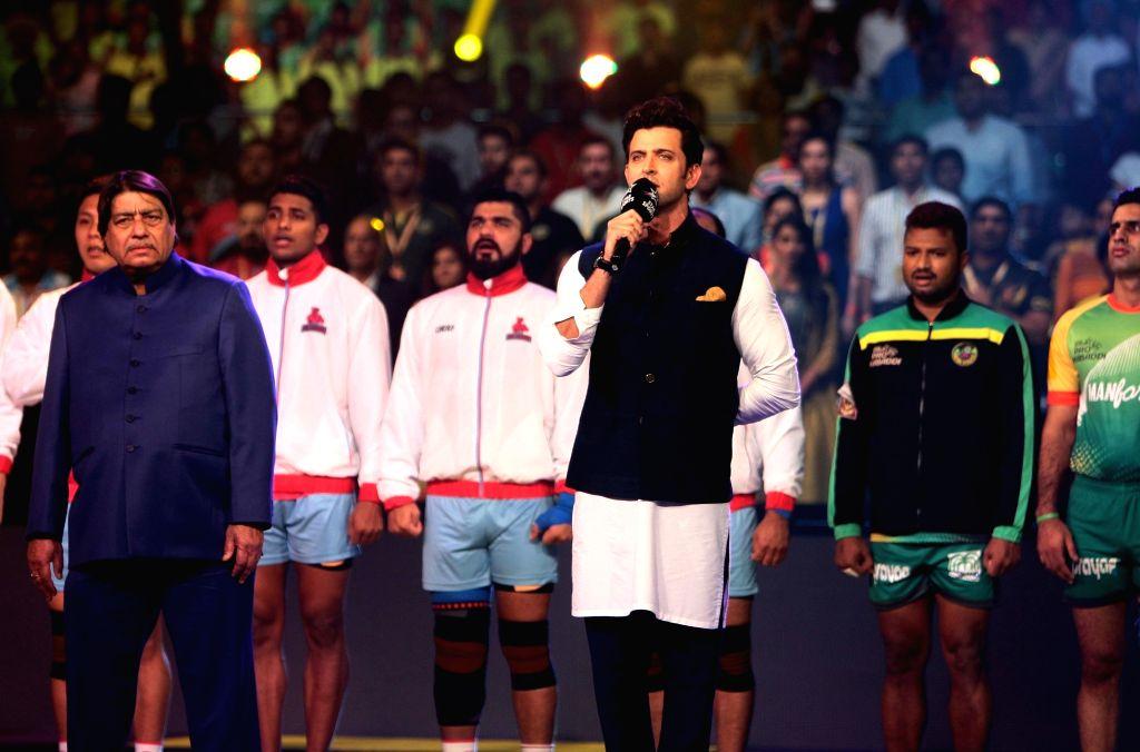 Actor Hrithik Roshan sings the National Anthem ahead the final of Pro Kabaddi League 2016 match between Patna Pirates and Jaipur Pink Panthers at Gachibowli Indoor Stadium in Hyderabad on ... - Hrithik Roshan