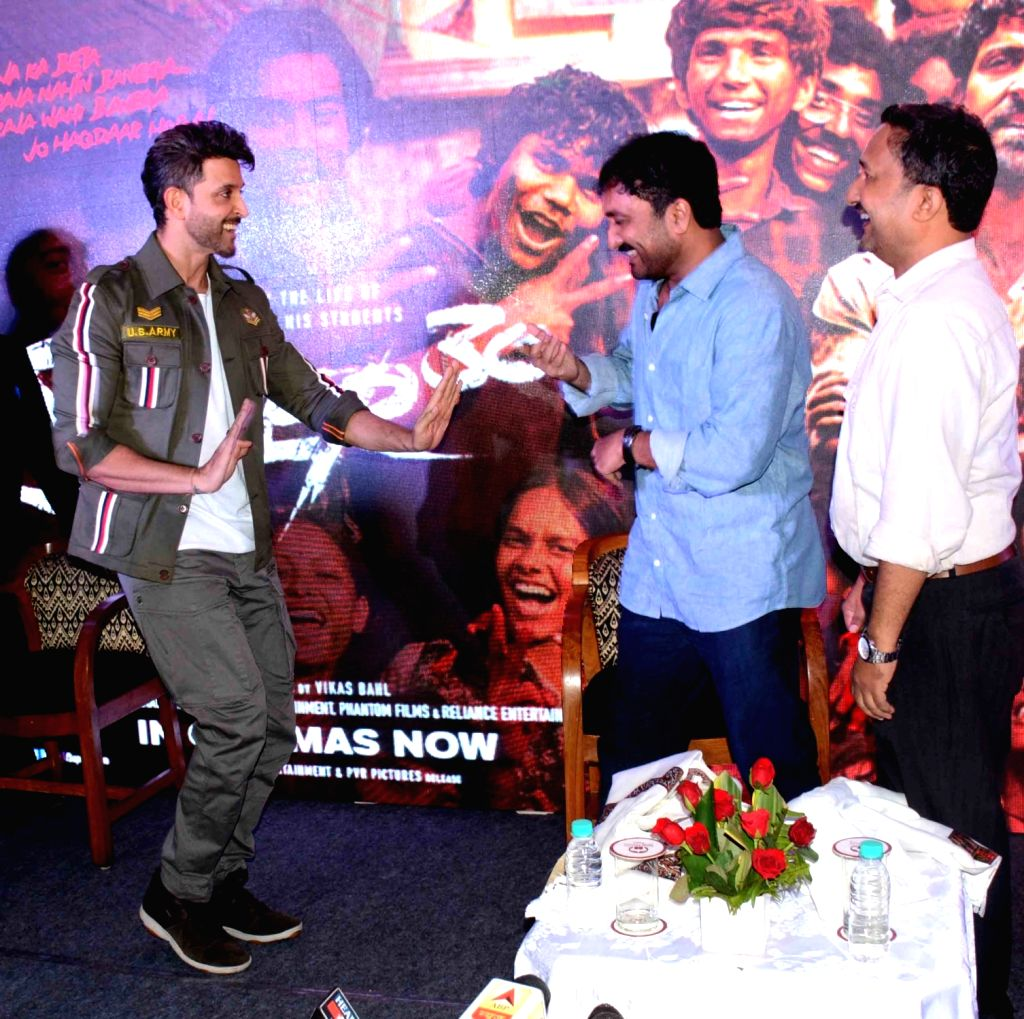"""Actor Hrithik Roshan teaches a dance step to mathematician Anand Kumar during the promotions of his film """"Super 30"""" in Patna on July 16, 2019. - Hrithik Roshan and Anand Kumar"""