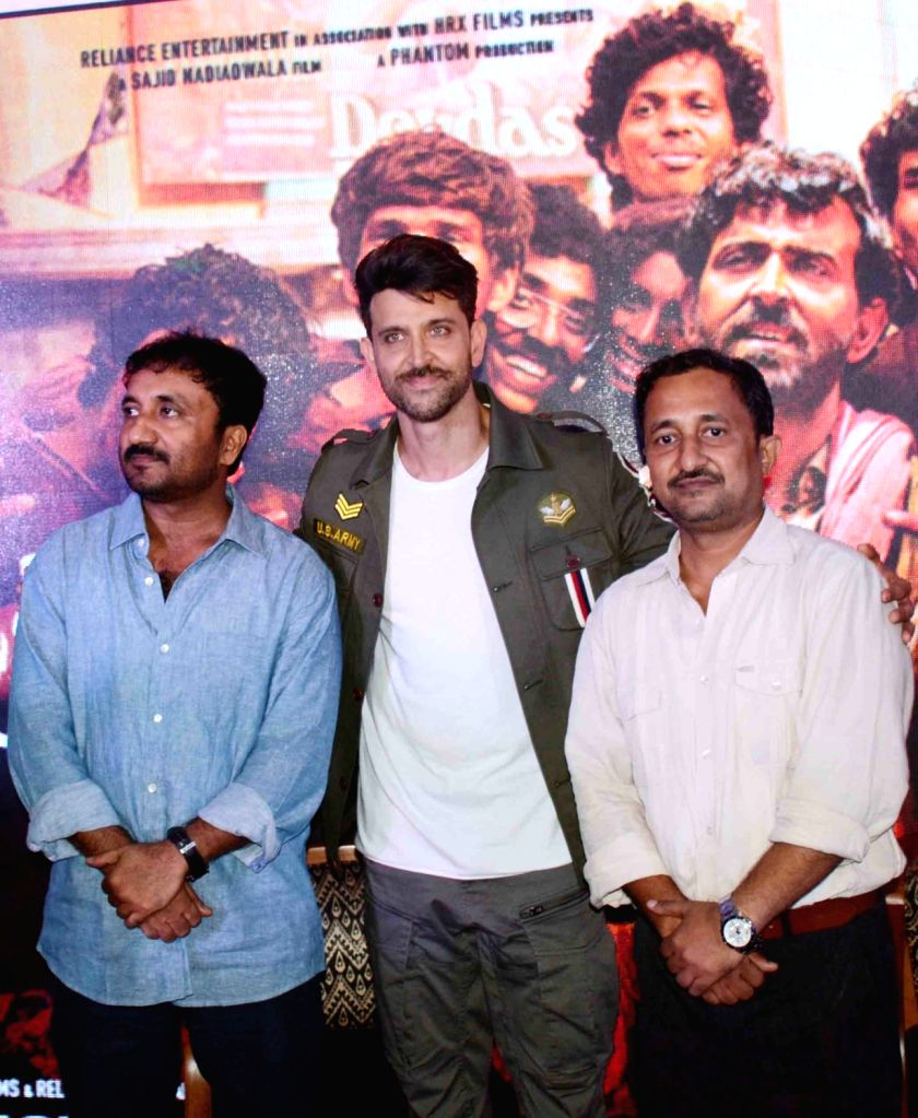 """Actor Hrithik Roshan with mathematician Anand Kumar during the promotions of his film """"Super 30"""" in Patna on July 16, 2019. - Hrithik Roshan and Anand Kumar"""