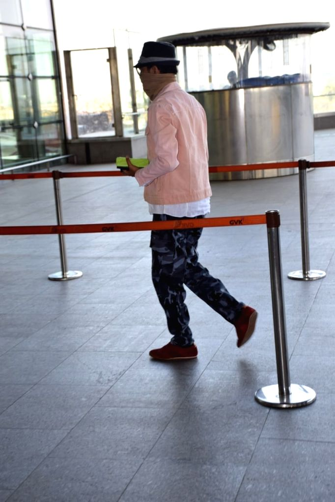 Actor Irrfan Khan who returned to India last month after receiving neuroendocrine tumour treatment in London, seen at Chhatrapati Shivaji International Airport in Mumbai on March 9, 2019. - Irrfan Khan