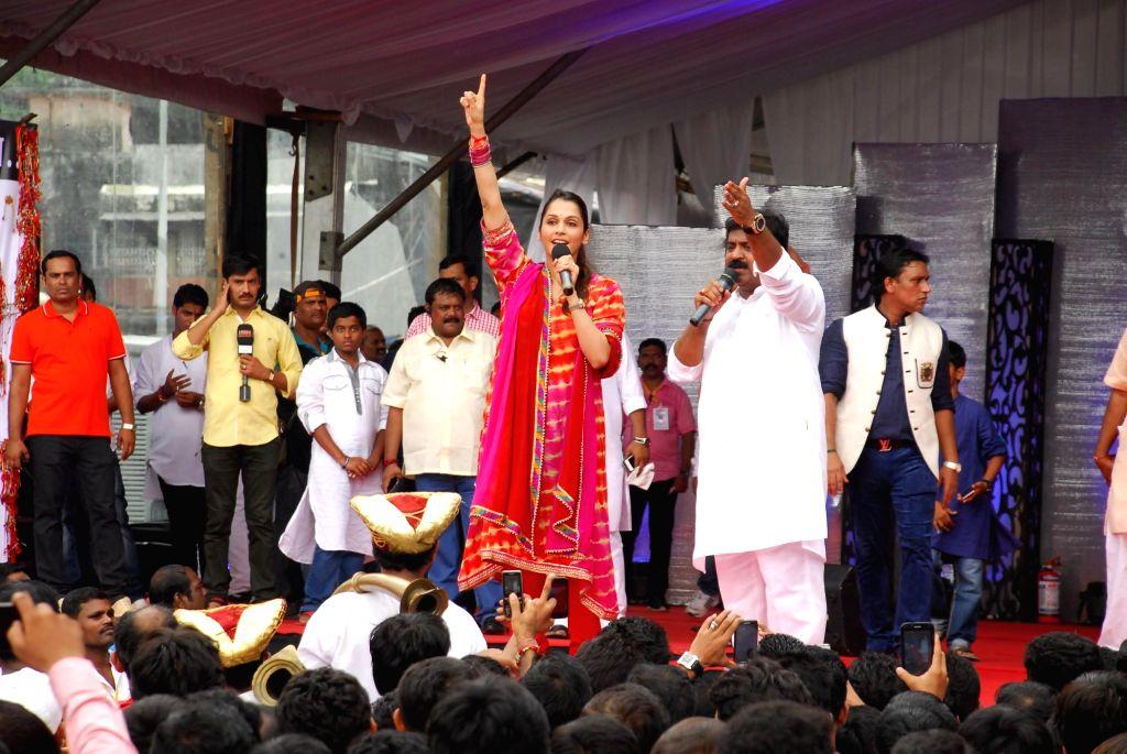 Actor Isha Koppikar during Dahi Handi 2014 celebrations organised by MNS leader Ram Kadam(L) at Ghatkopar in Mumbai on Aug. 18, 2014. - Isha Koppikar