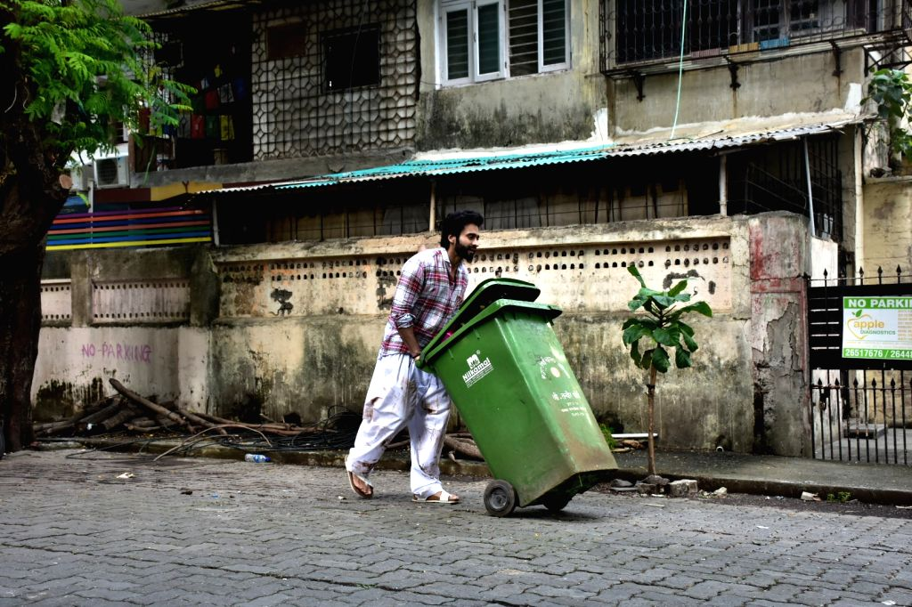 Actor Jackky Bhagnani during shooting for a film in Bandra, Mumbai on Sept 9, 2018. - Jackky Bhagnani
