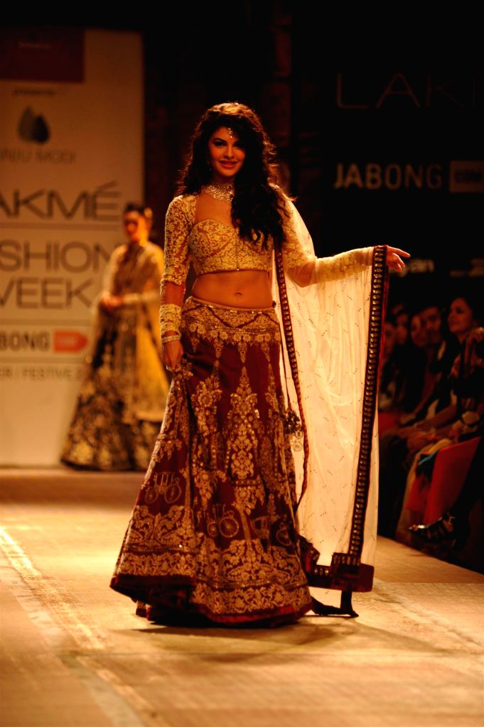 Actor Jacqueline Fernandez walks on the ramp for designer Anju Modi`s show during the Lakme Fashion Week (LFW) Winter/ Festive 2014 in Mumbai, on Aug. 20, 2014. - Jacqueline Fernandez