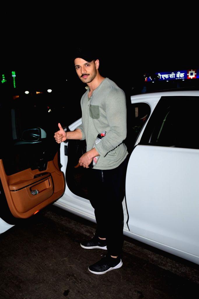 Actor Janhvi Kapoor seen at Juhu in Mumbai on Jan 26, 2020. - Janhvi Kapoor